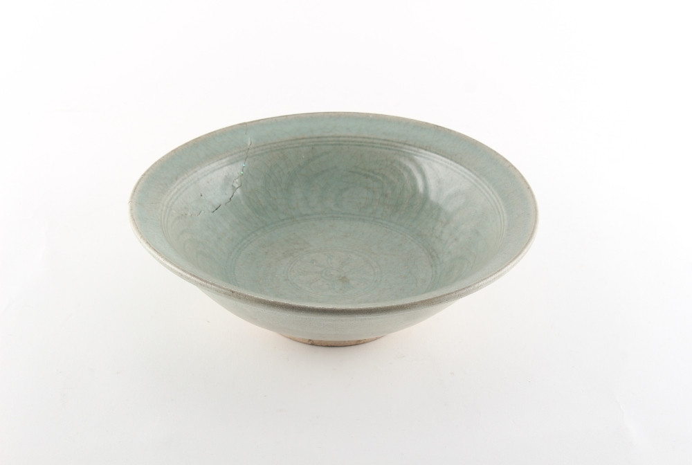 Property of a lady - a Chinese celadon glazed dish, 14th/15th century, with lightly incised