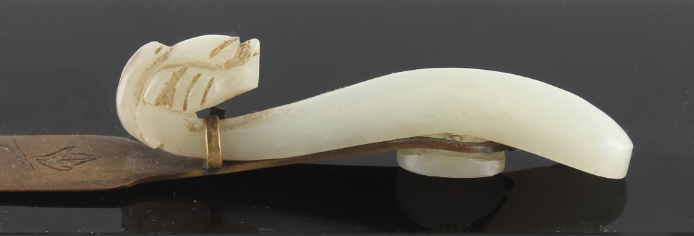 Property of a gentleman - a Chinese carved pale celadon jade gui belt hook, late Qing Dynasty, - Image 2 of 2