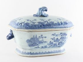 Property of a lady - a late 18th century Chinese exportware blue & white tureen, Qianlong period (