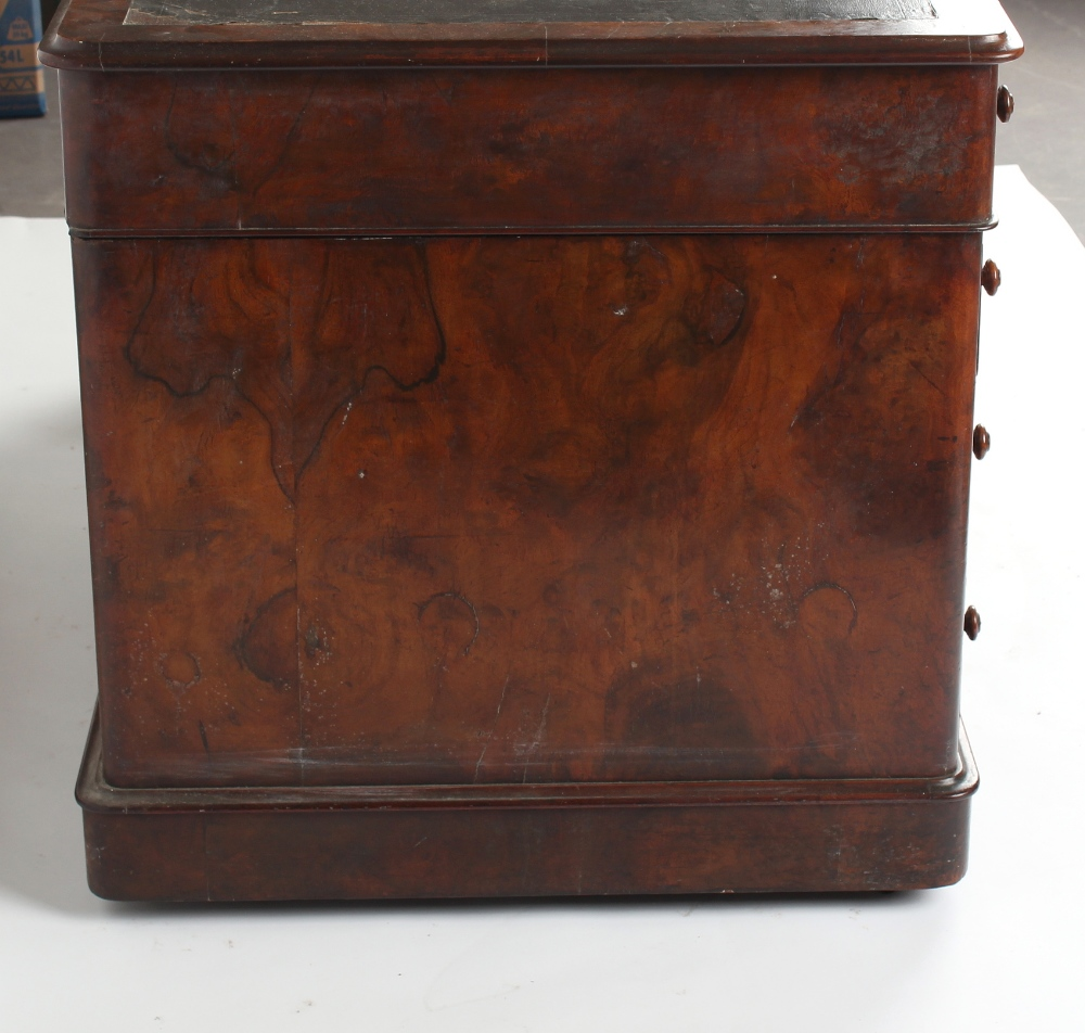 A Victorian figured walnut twin pedestal desk with nine mahogany lined drawers, 54.25ins. ( - Image 3 of 3