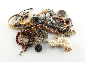 A bag containing assorted costume jewellery.