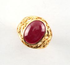 A yellow gold (tests 18ct +) star ruby ring, size N/O.