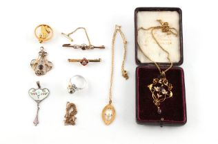 A mixed lot of jewellery including an Edwardian 9ct gold amethyst & seed pearl openwork pendant on