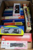Fourteen 'HO' Gauge Outline American Rolling Stock Items, by Athearn, Con-Cor, Stewart Hobbies and