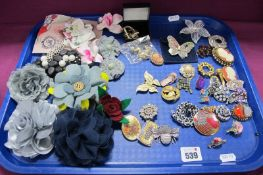 A Mixed Lot of Assorted Modern and Vintage Style Brooches, including cameo style, butterflies,