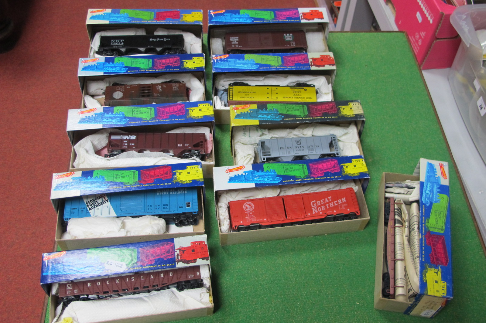 Ten 'HO' Scale American Outline Plastic Rolling Stock, by Roundhouse, made up, boxed, used.