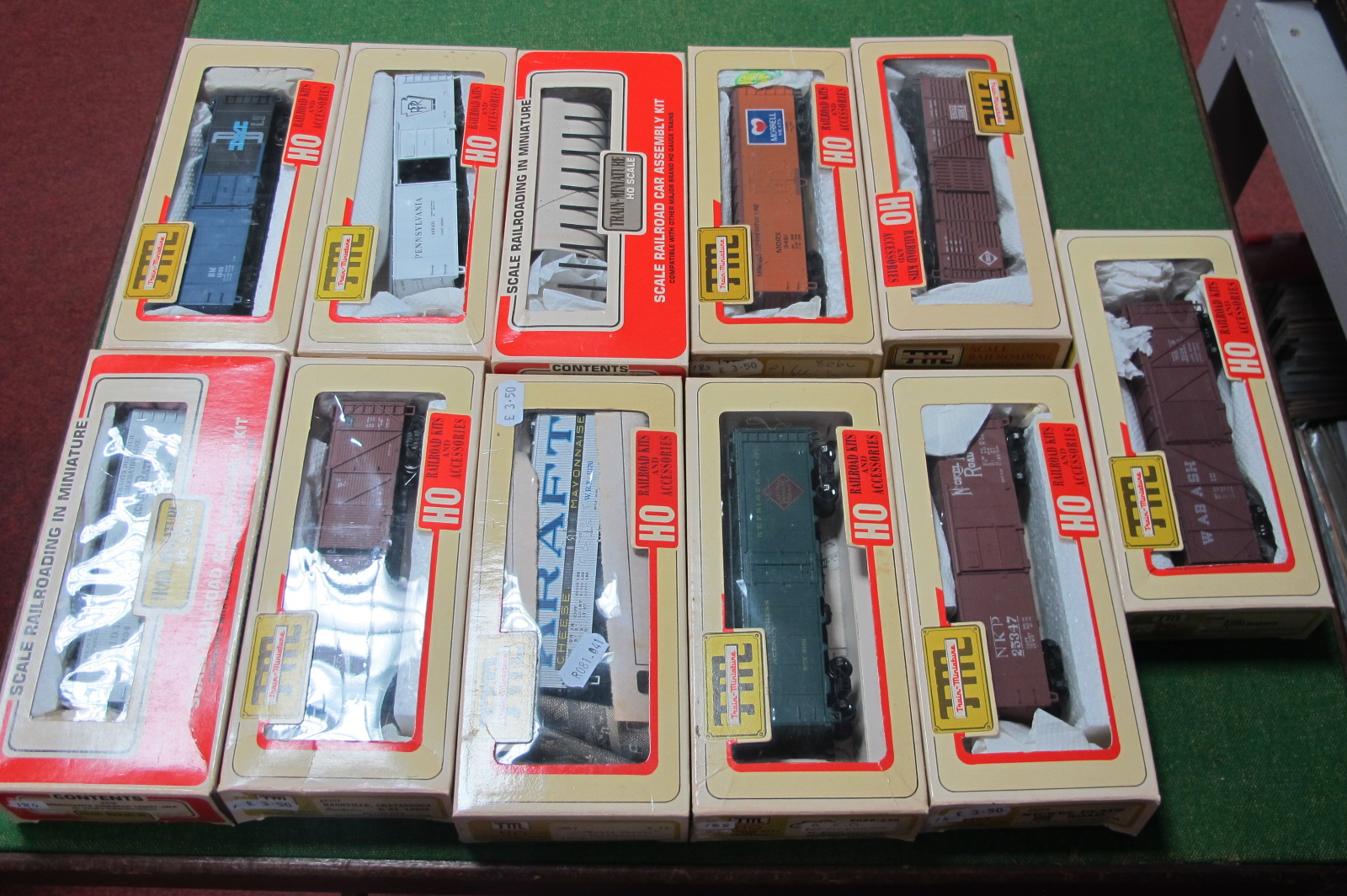 Eleven 'HO' Scale American Outline Plastic Rolling Stock, by Train Miniatures, made up, used,
