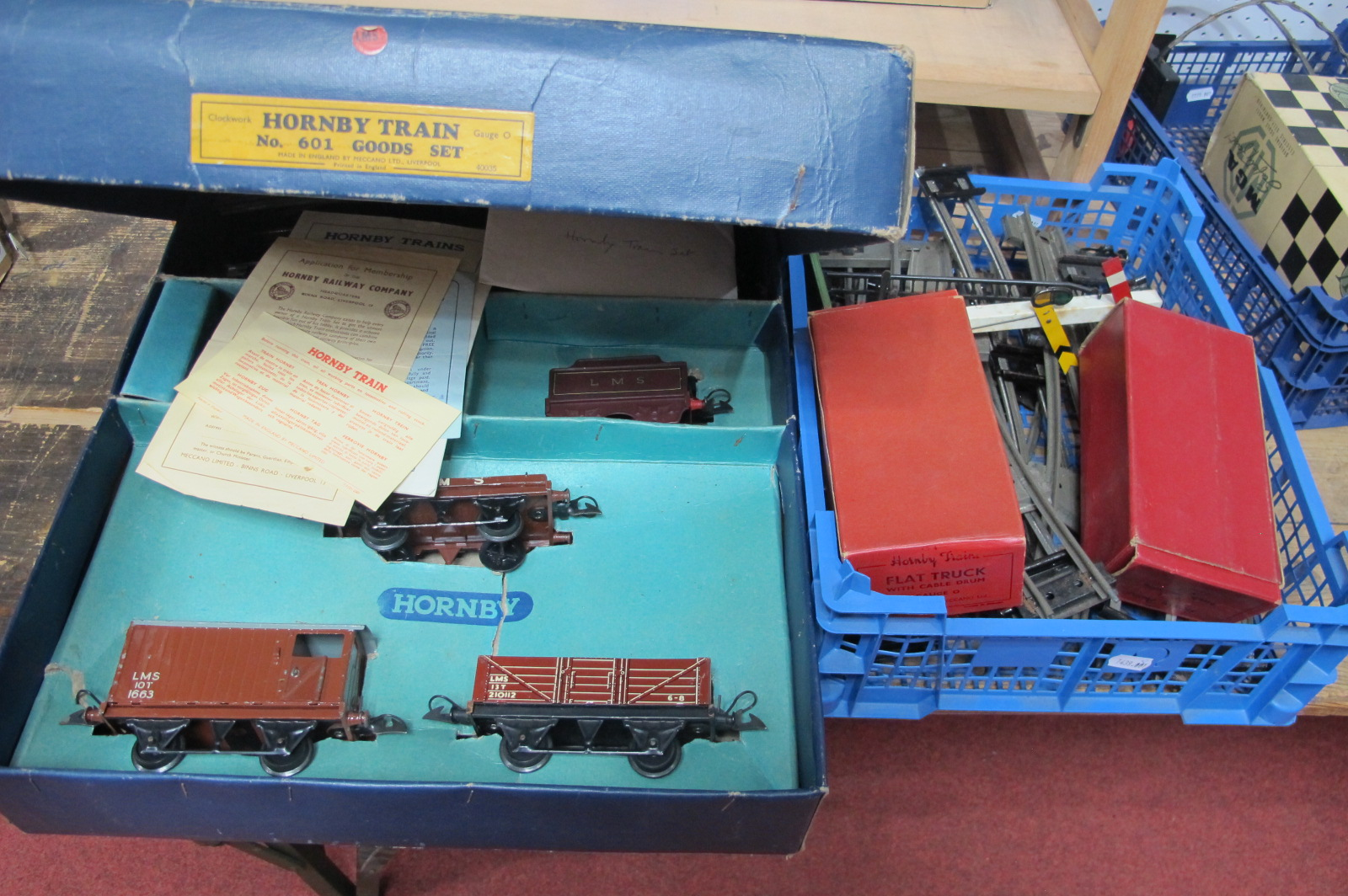 A 1960 Hornby 'O' Gauge Clockwork Set No 601, comprising 0-4-0 LMS locomotive and tender and three