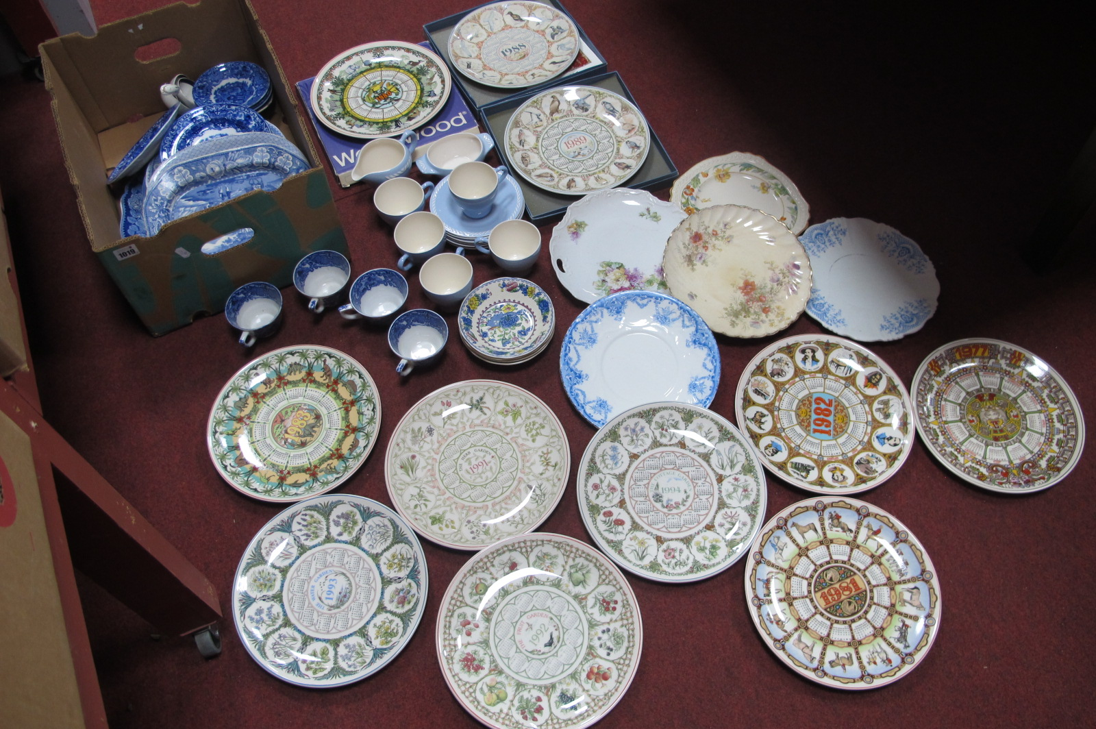 Figgjo Flint Norway Teaware, of twelve pieces, George Jones and other blue and white pottery ladles,