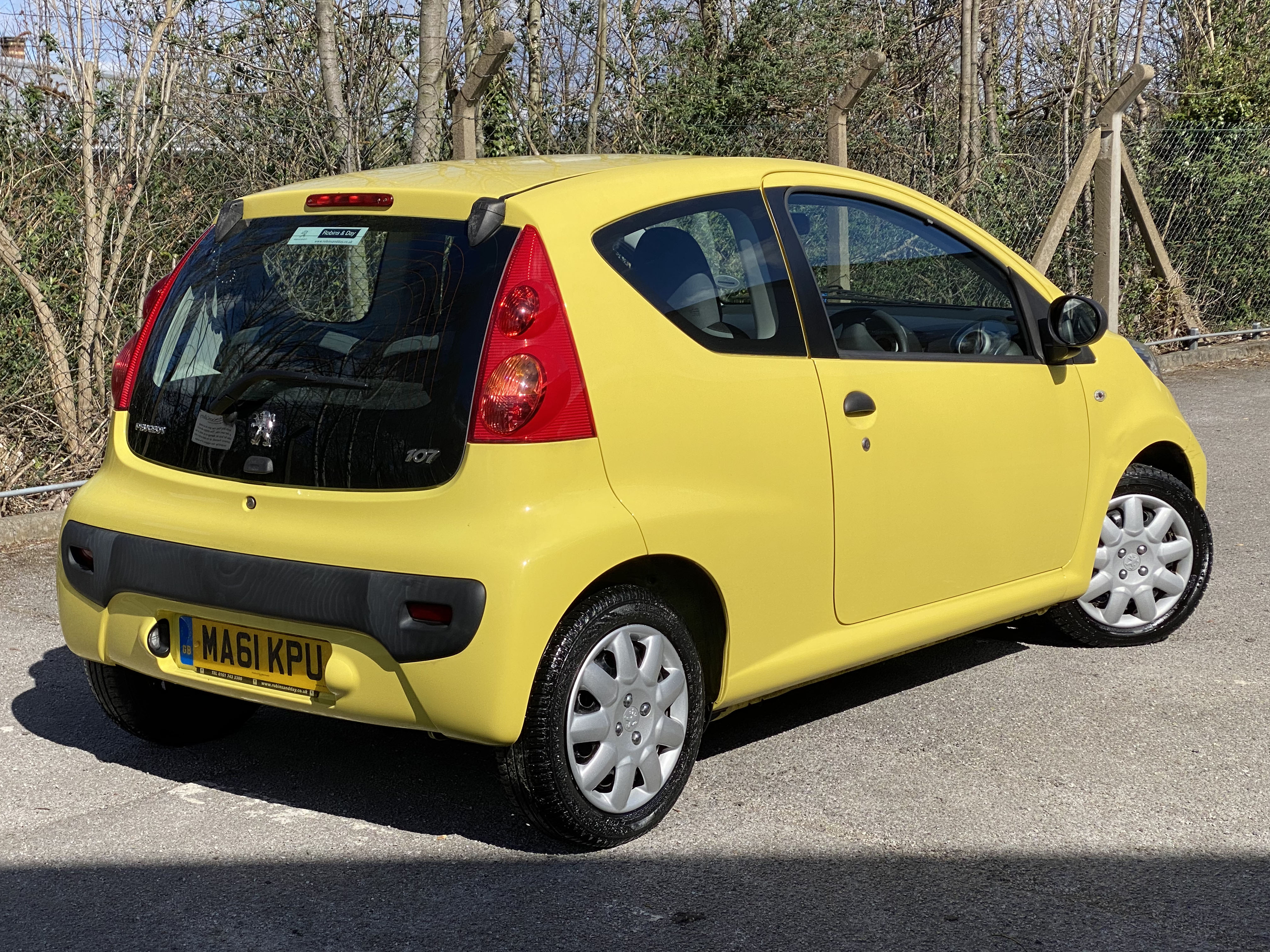 [MA61 KPU] 2011 Peugeot 107 1.0 Urban Lite 3-door hatchback in Yellow, 9,167 Miles, MOT expired - Image 2 of 7