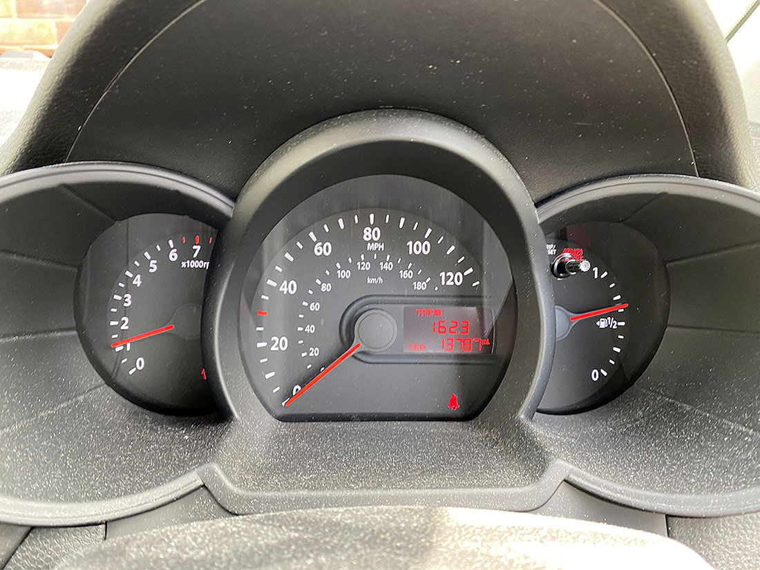 [YR12 YCN] 2012 Kia Picanto 1.0 petrol, 5-door hatchback in Silver, 13,787 Miles, 1 previous keeper, - Image 4 of 6
