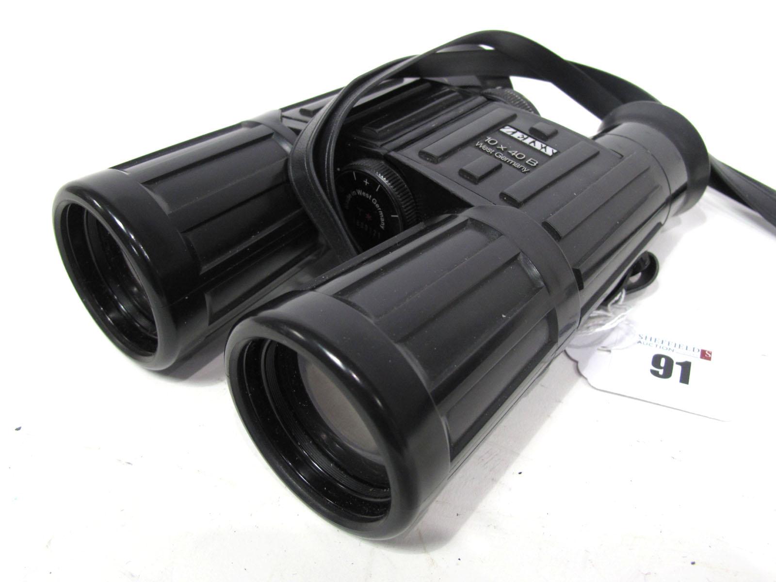 Zeiss 10 x 40B West German Binoculars, in faux case.