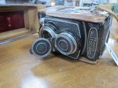 Minolta Autocord Camera, having Rokker 1:3.5 F=75mm lens.