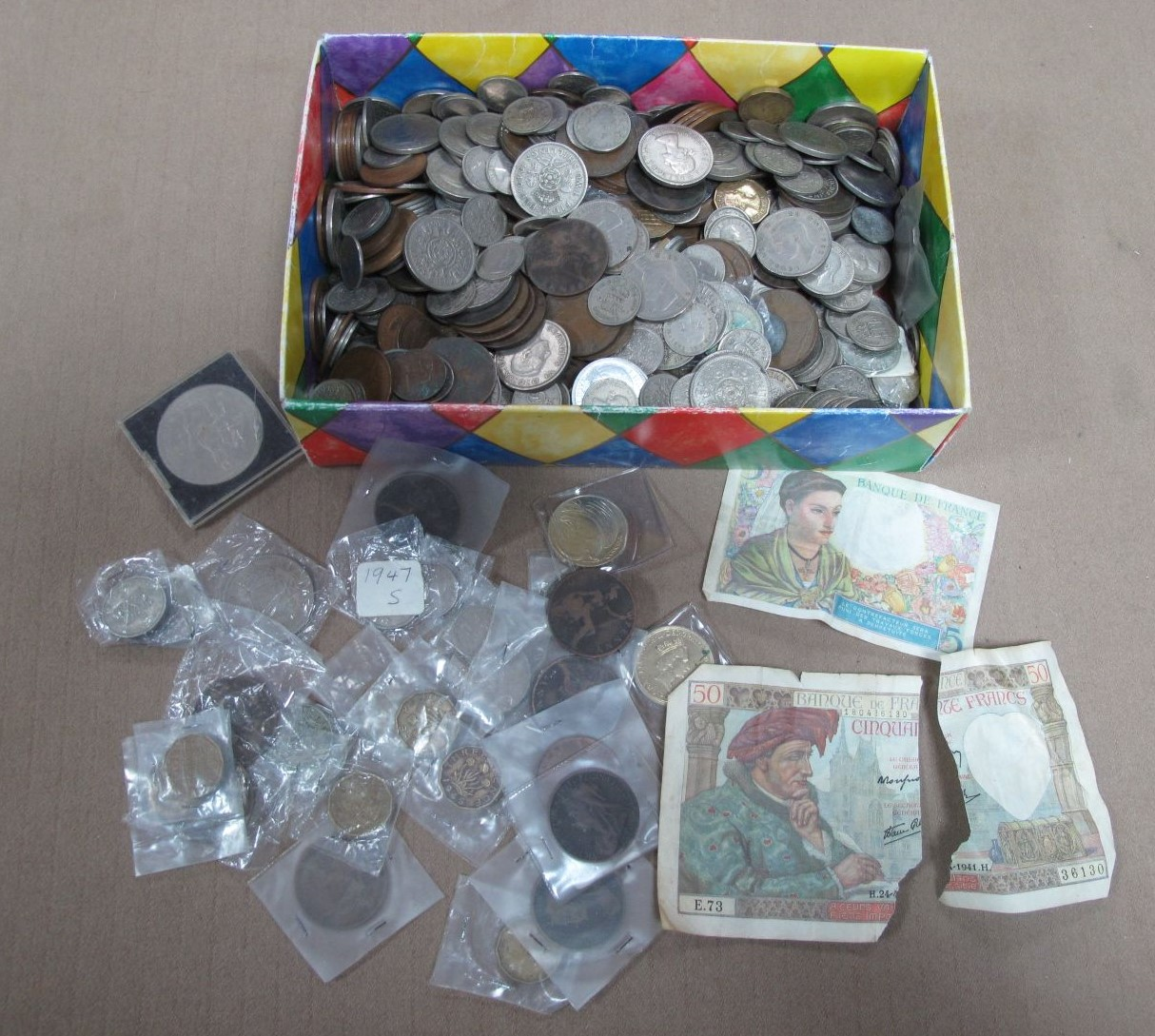 A Large Amount of GB Coinage, includes various pre 1900 one penny's, worth of closer inspection.