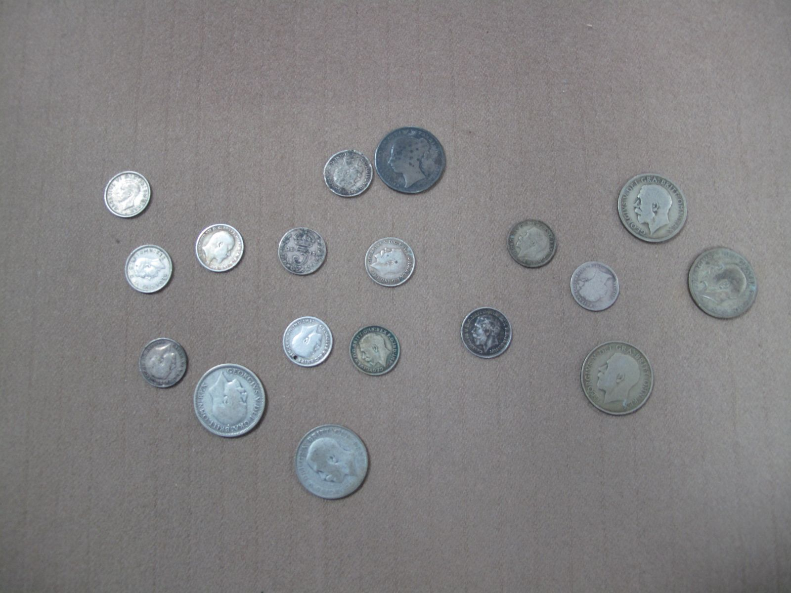 A Small Collection of Pre 1947 GB Coins, to include 1852 One Shilling, total weight 47g.