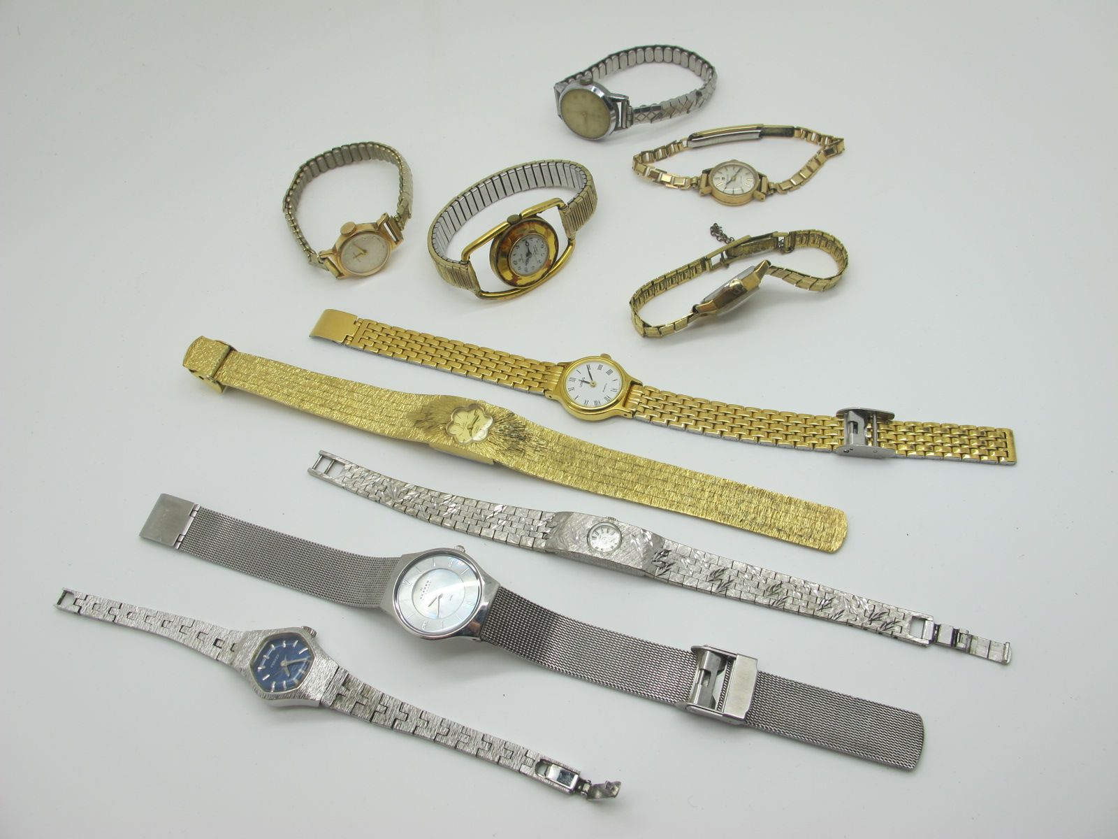 A 9ct Gold Cased Ladies Wristwatch, together with a small collection of vintage and later ladies