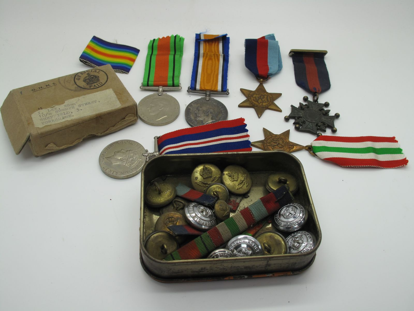A WWI War Medal to 33458 Pte I Lee, Machine Gun Corps, plus a WWII Group of four medals comprising