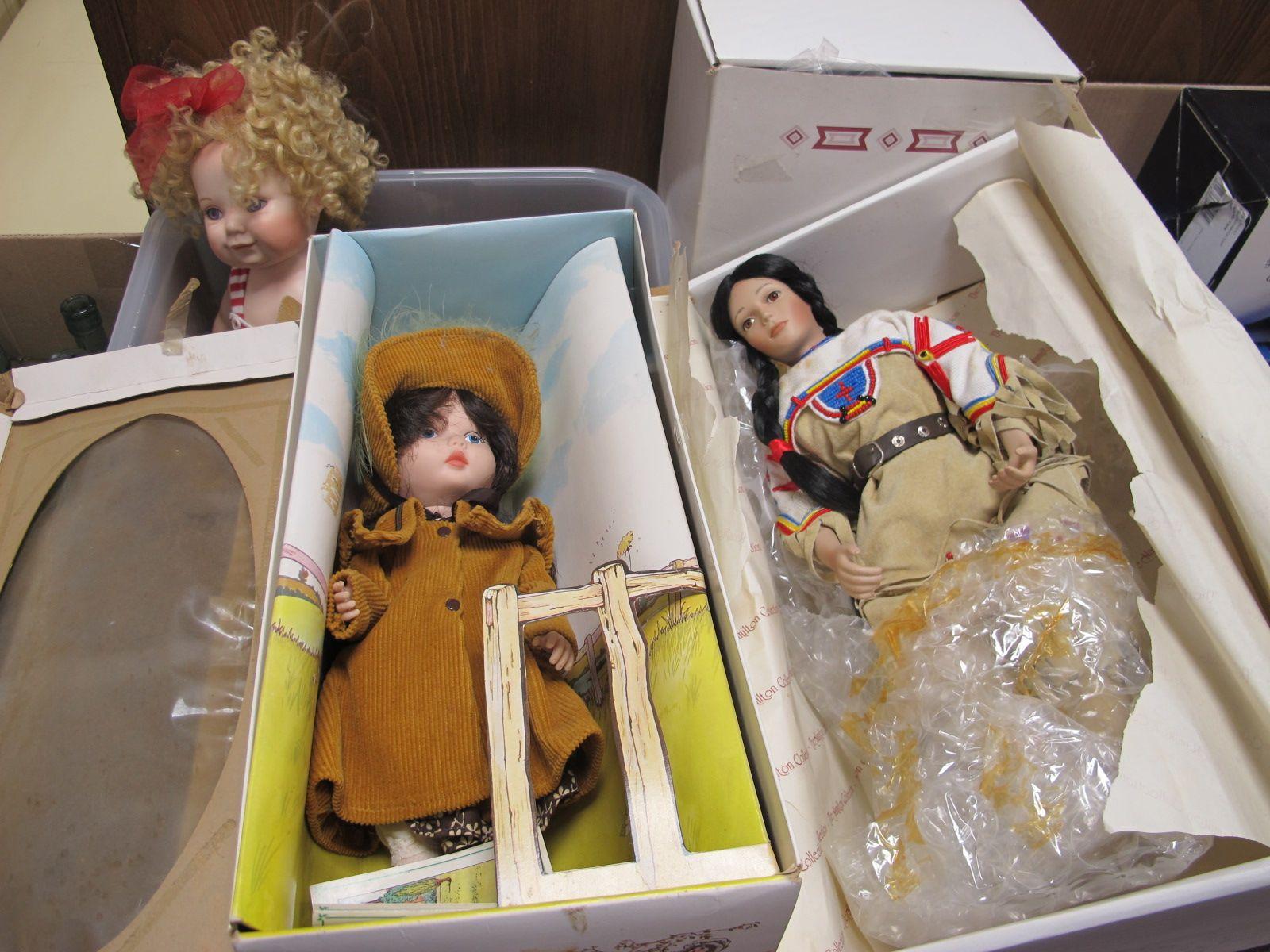 The Hamilton's Collection 'Minnehaha & 'Sacajawea', two pot dolls, Franklin mint heirloom bear etc.