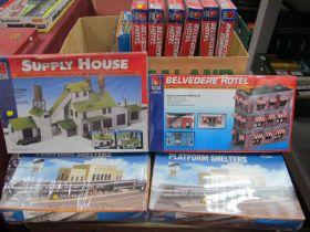 Twelve 'HO' Gauge Trackside Kits, life-like/ Walthers, Belvedere Hotel (6), platform shelters,