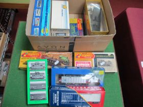 Sixteen 'HO' Gauge Boxed Kits of U.S.A Outline Rolling Stock, various liveries by Athearn, Bowser