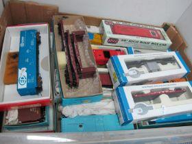 Twenty Four Items of 'HO' Gauge U.S.A Outline Rolling Stock, box vans, gondola's well wagon plus