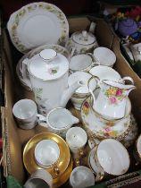 Royal Stafford 'Bouquet' Tea Ware, of eighteen pieces, Duchess Greensleeves (28), Winterling