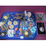 Modern Costume Jewellery, including necklaces etc :- One Tray