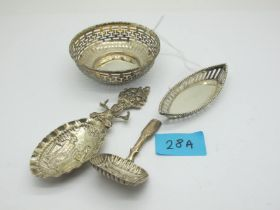 A Hallmarked Silver Caddy Spoon, I.T(?), Birmingham 1822, the rounded rectangular bowl detailed with