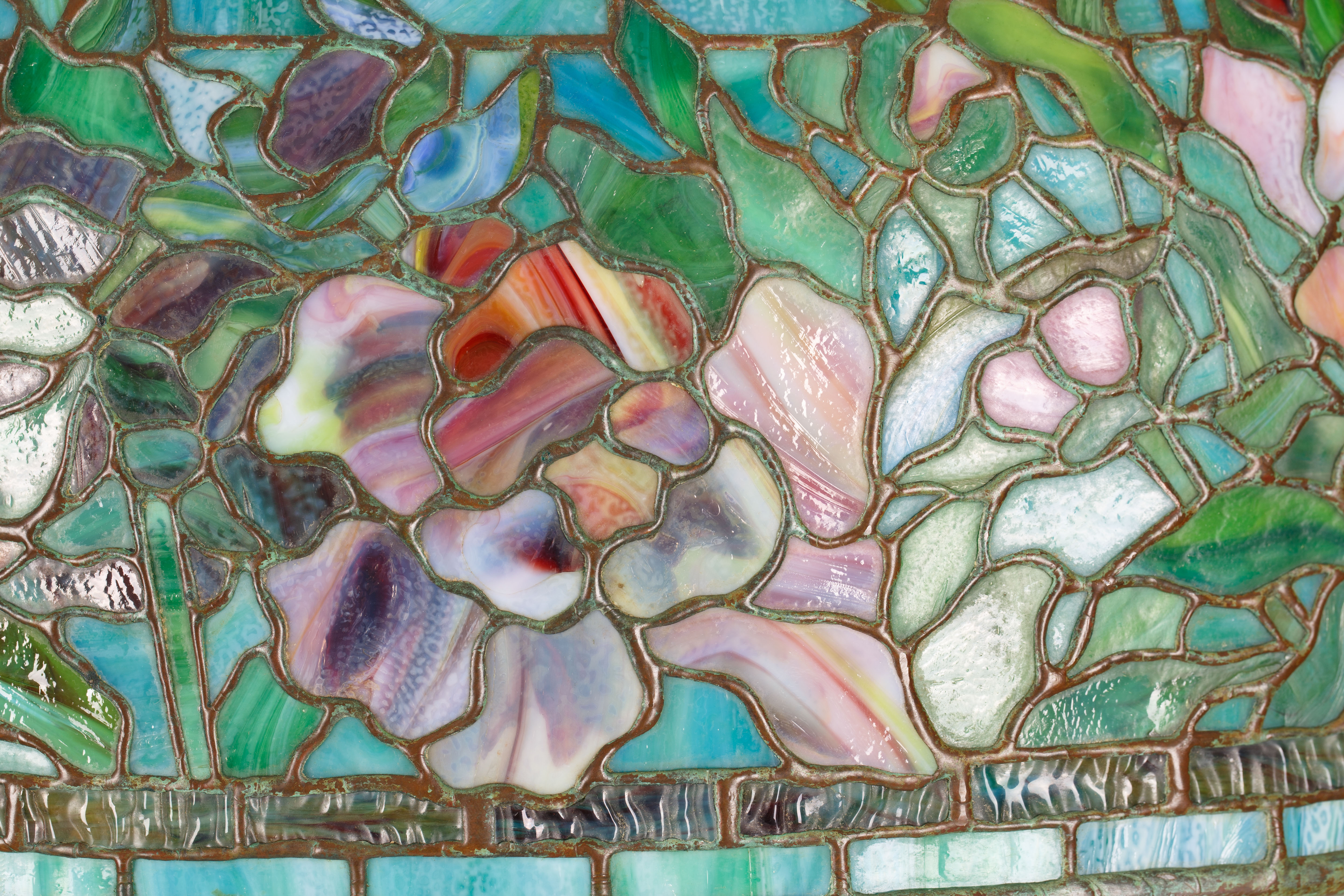 A MODERN TIFFANY & CO. STYLE STAINED GLASS 'PEONY' FLOOR LAMP - Image 2 of 5