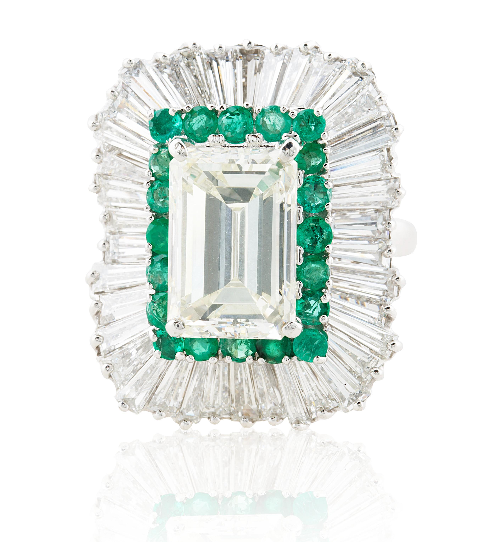 A 5.03 KT EMERALD CUT DIAMOND RING IN A BALLERINA SETTING
