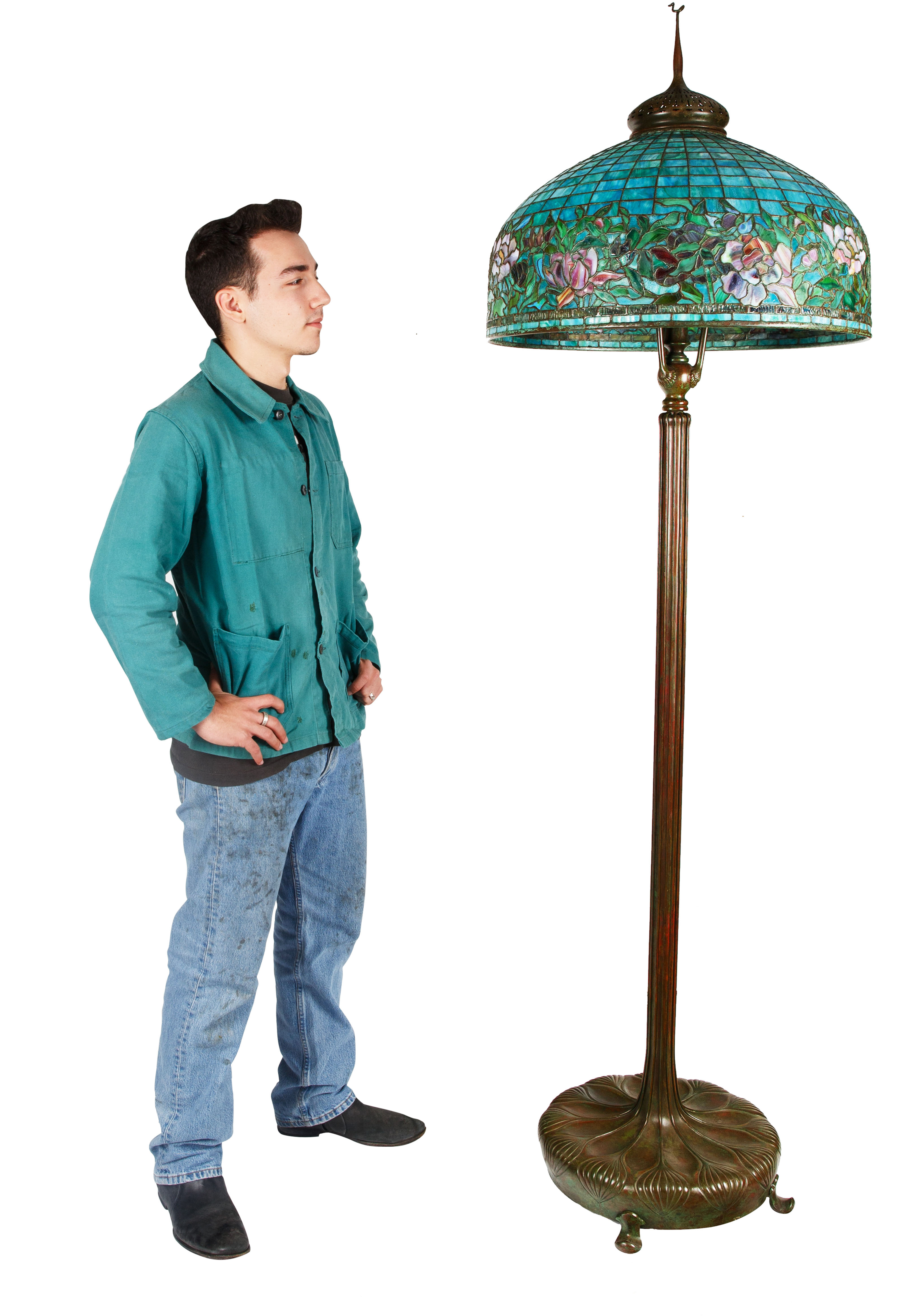 A MODERN TIFFANY & CO. STYLE STAINED GLASS 'PEONY' FLOOR LAMP - Image 5 of 5