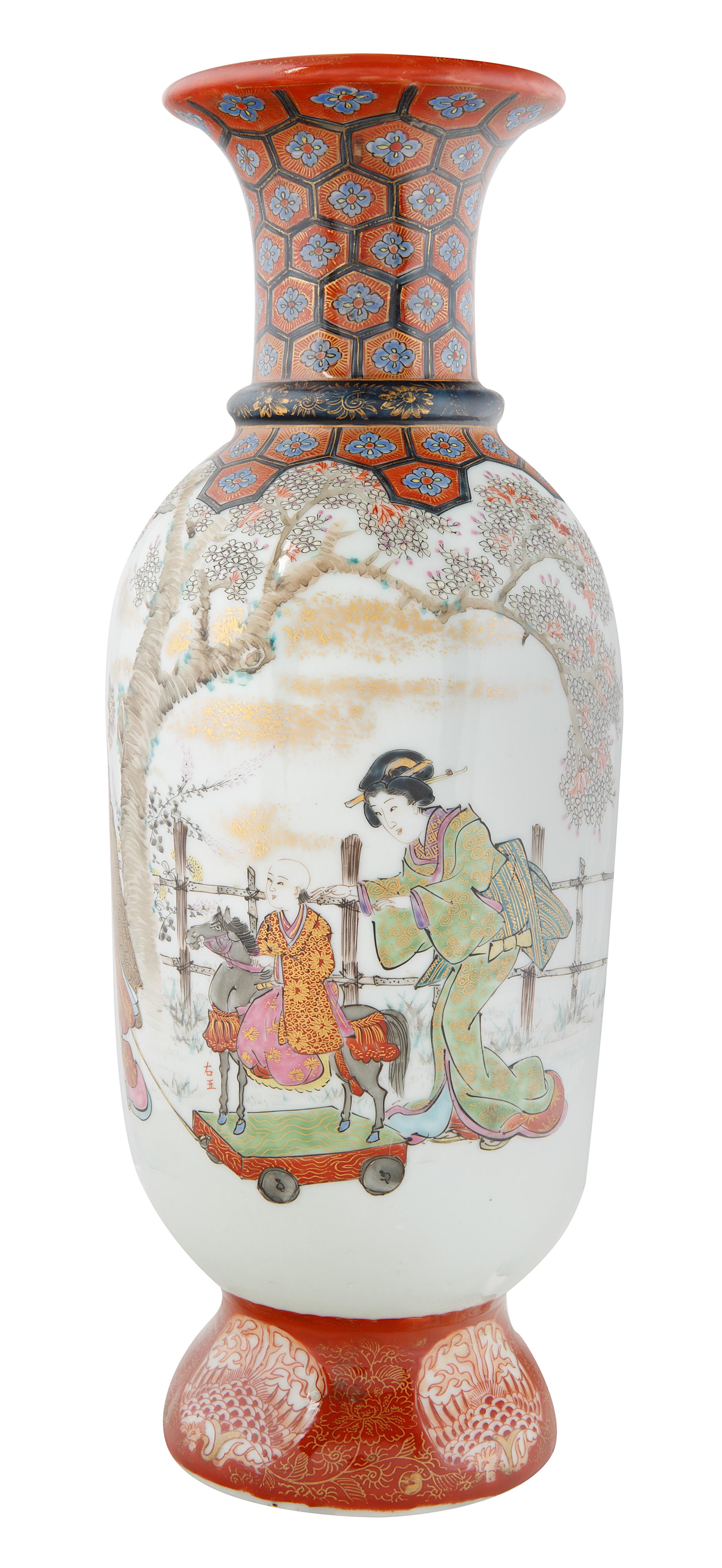 EARLY 20TH CENTURY JAPANESE KUTANI BALUSTER VASE