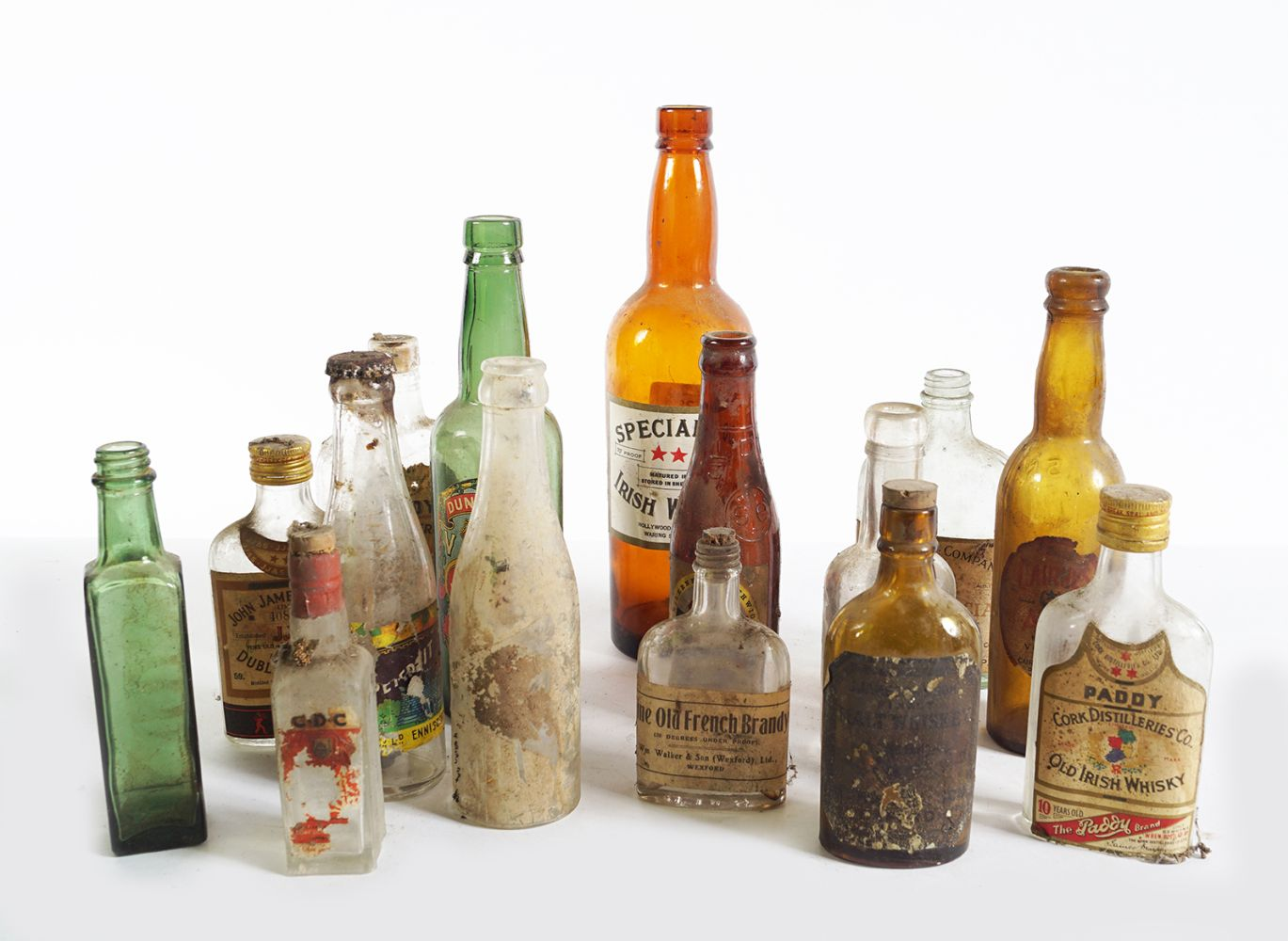 LOT OF 16 OLD WHISKEY AND BEER BOTTLES