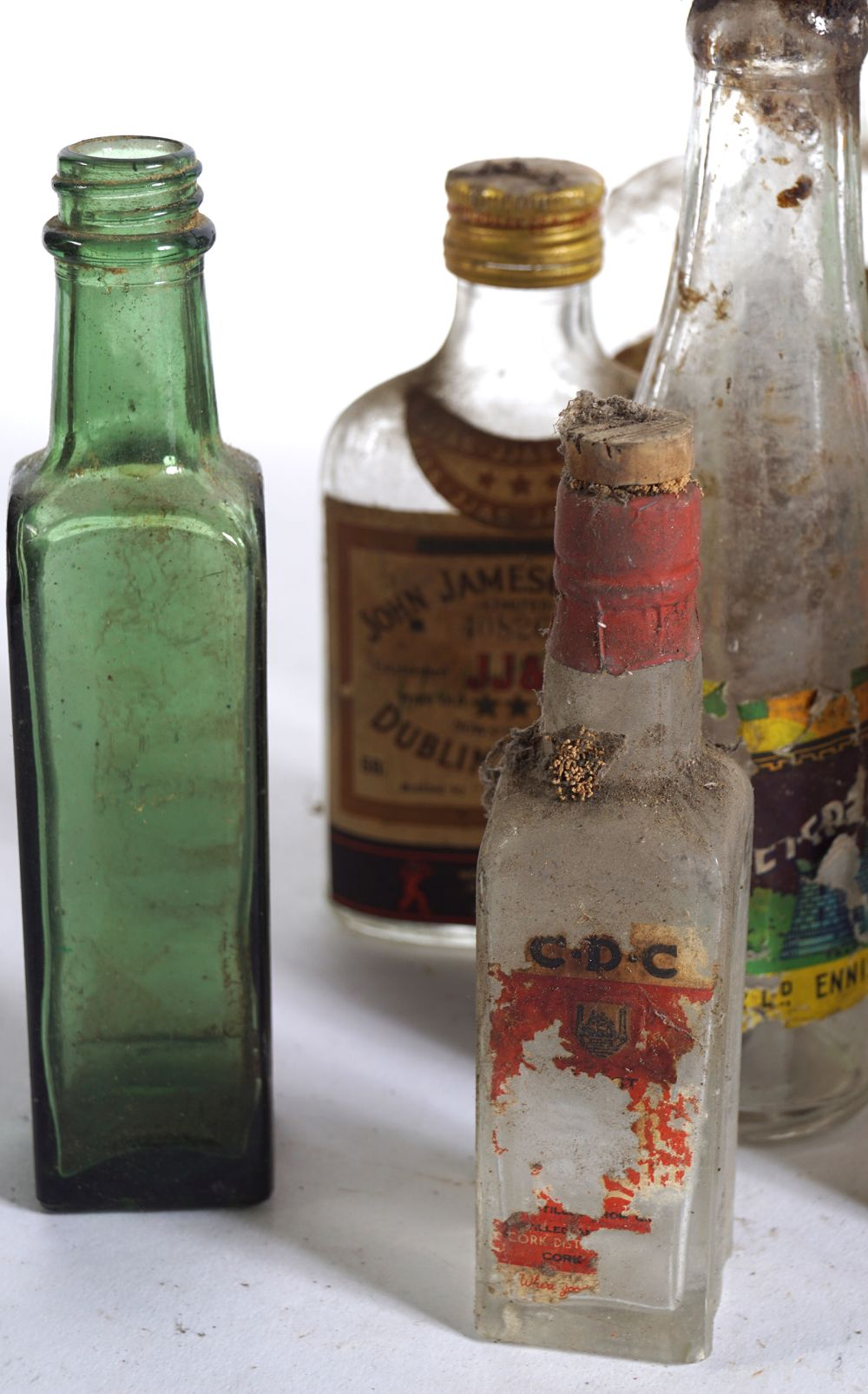 LOT OF 16 OLD WHISKEY AND BEER BOTTLES - Image 2 of 7
