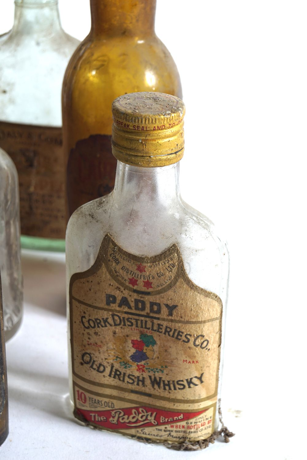LOT OF 16 OLD WHISKEY AND BEER BOTTLES - Image 6 of 7