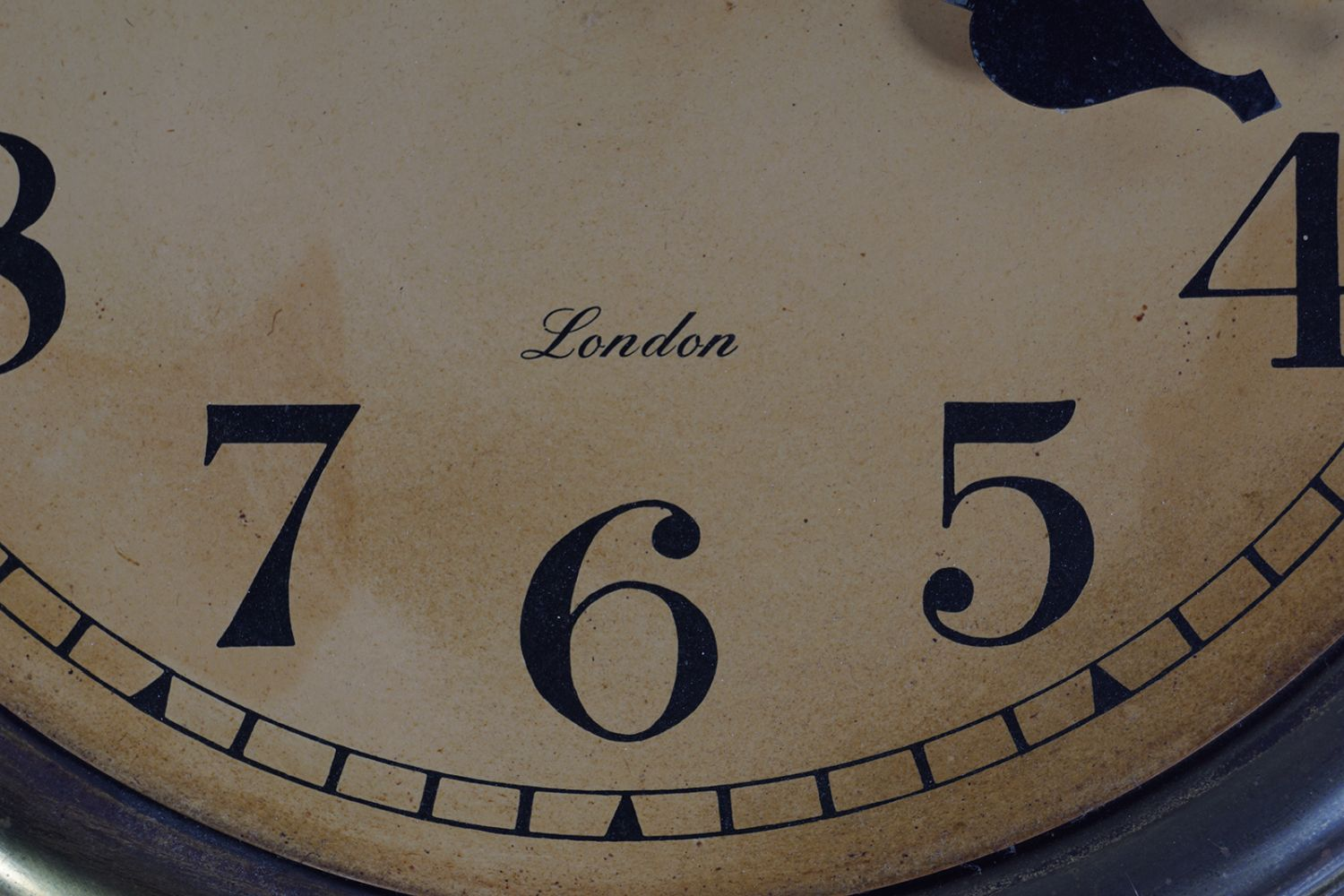 CHRISTOPHER WRAY BRASS CASED CLOCK - Image 3 of 5
