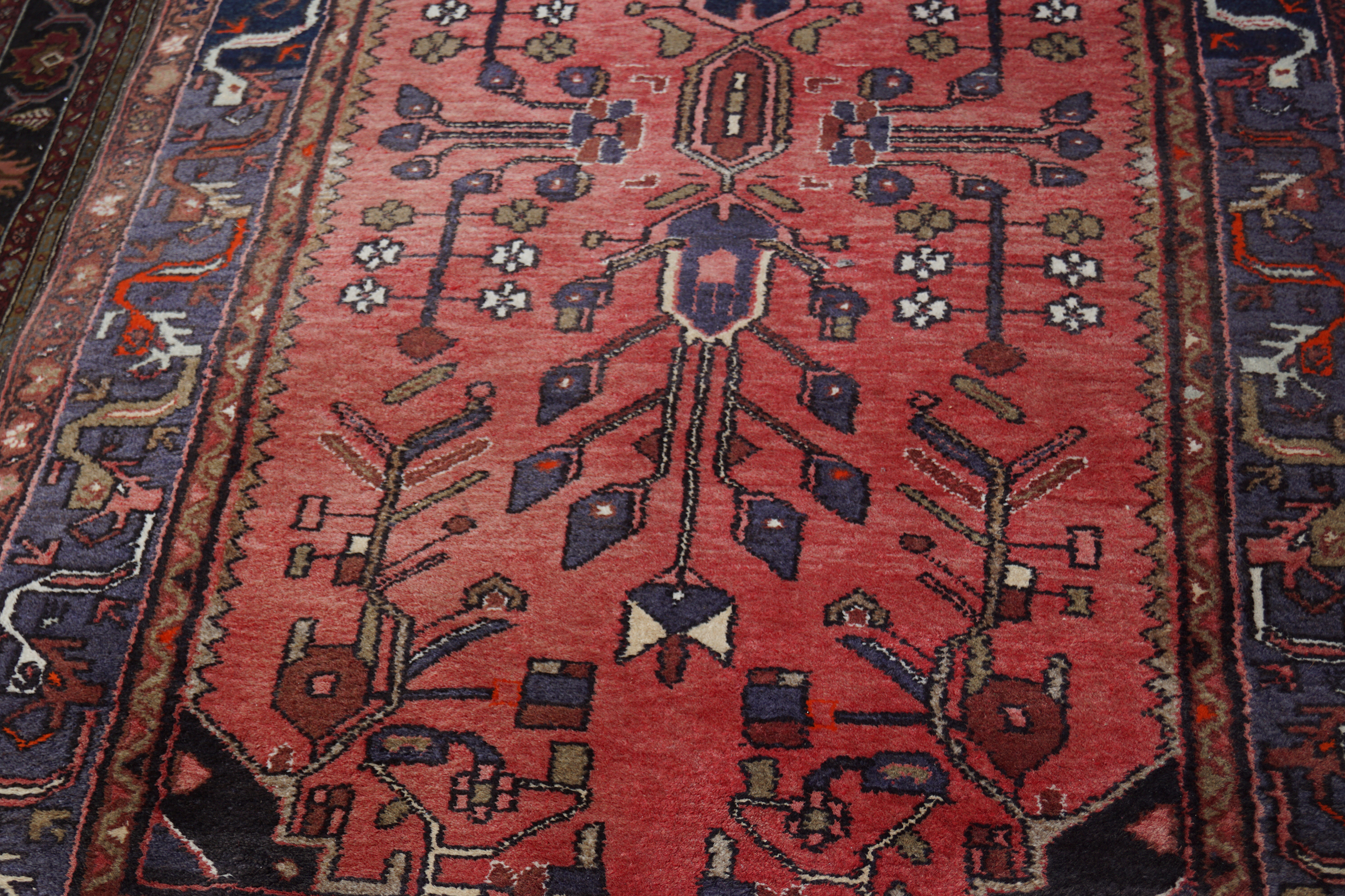 LARGE PERSIAN RUG - Image 2 of 5