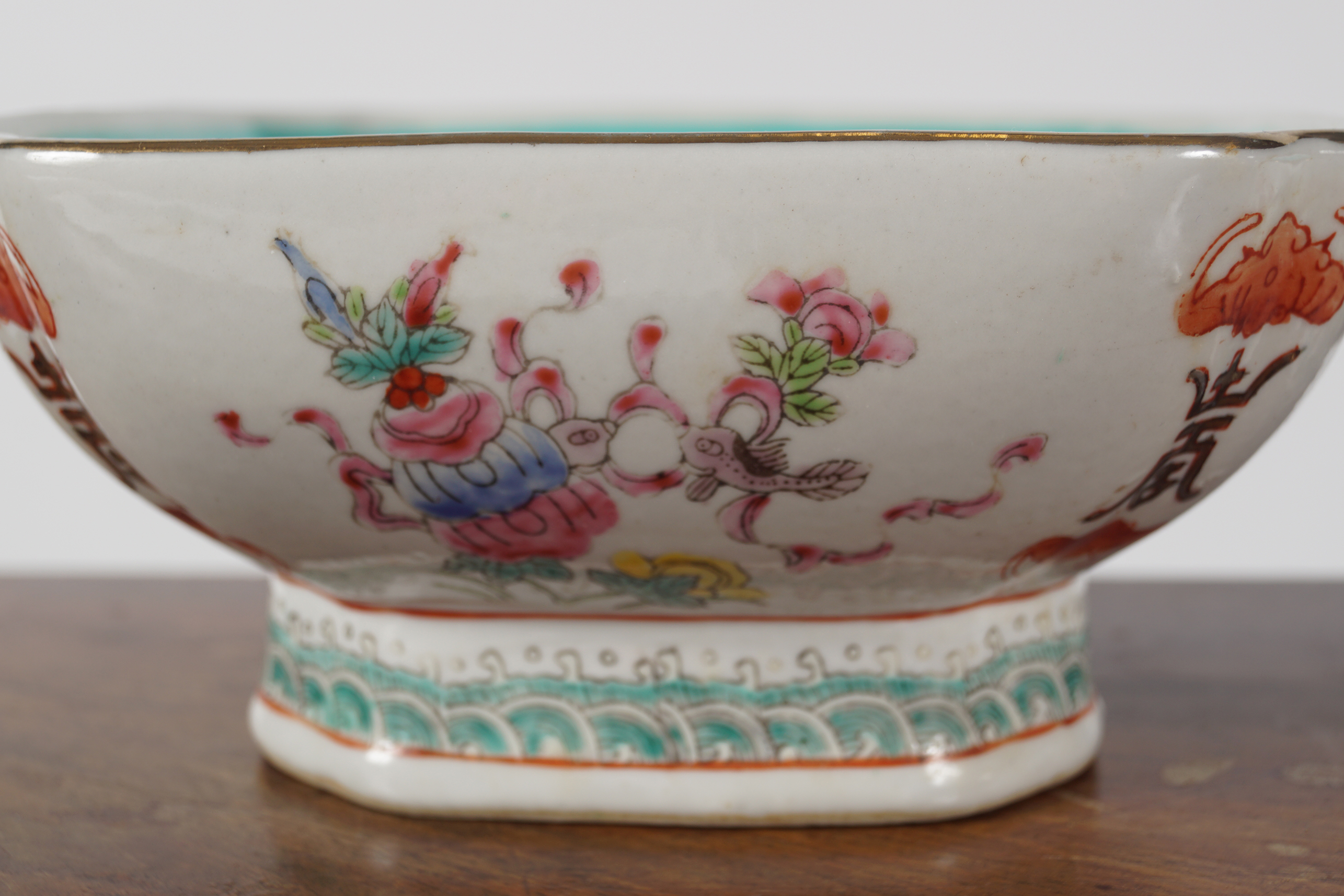 PAIR OF CHINESE POLYCHROME BOWLS - Image 2 of 3