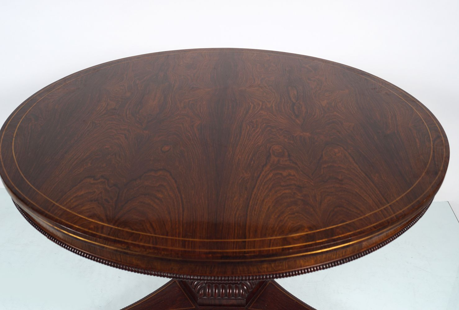 REGENCY ROSEWOOD AND BRASS INLAID CENTRE TABLE - Image 3 of 4