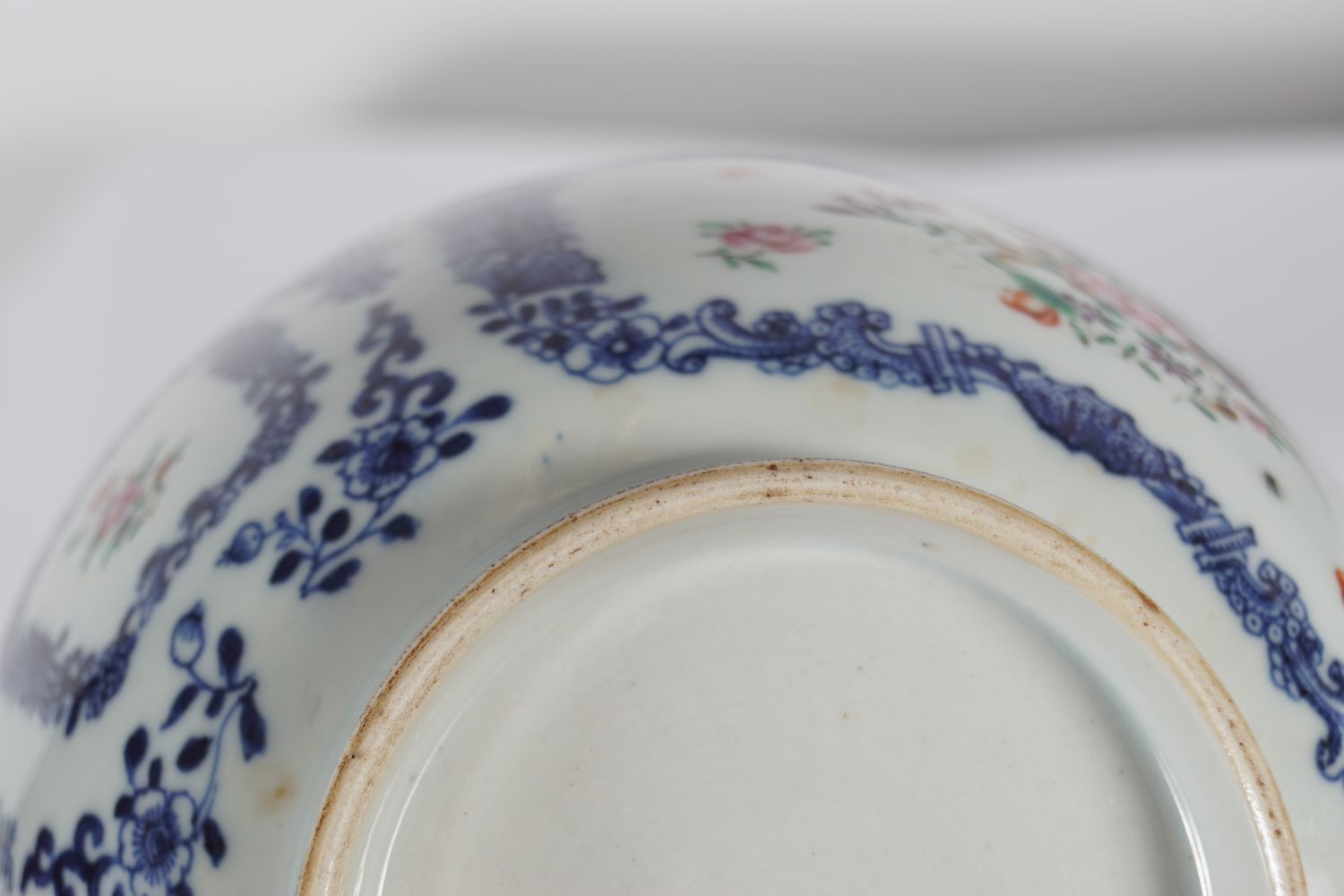 18TH-CENTURY CHINESE FAMILLE ROSE BOWL - Image 4 of 4