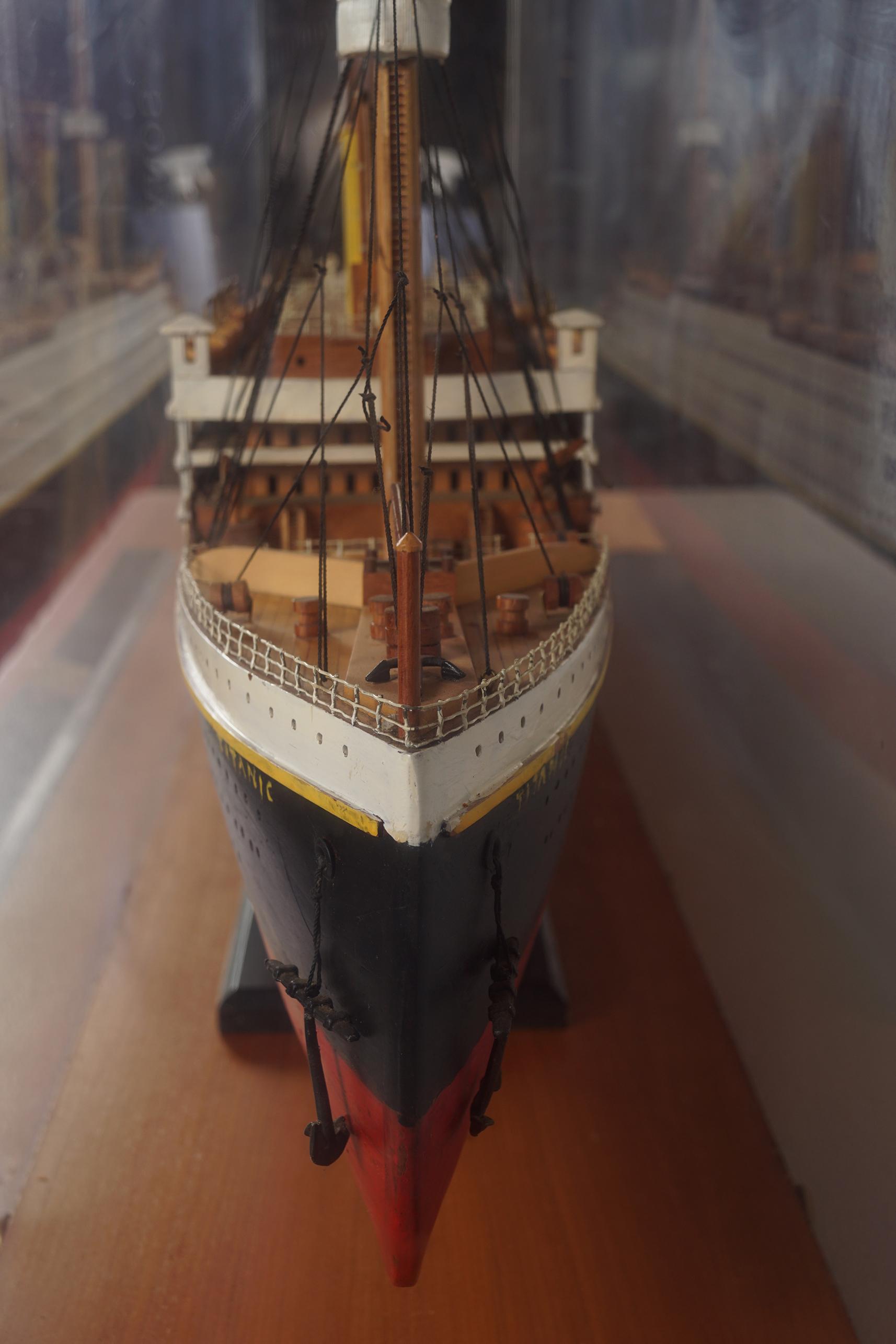 LARGE MODEL STEAM SHIP - Image 7 of 8