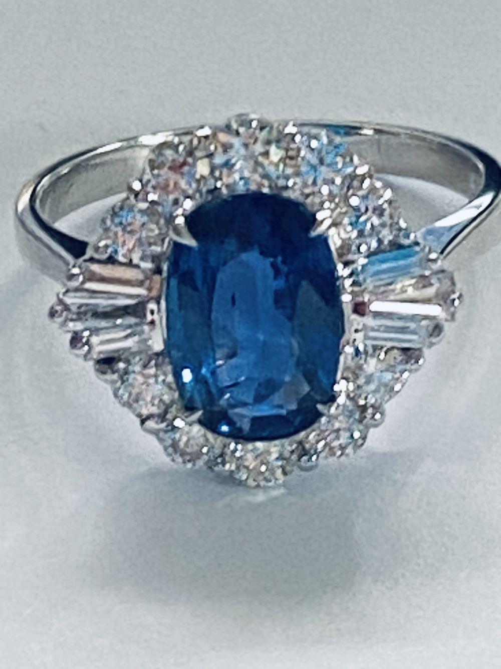 ART DECO DIAMOND AND CEYLON SAPPHIRE CLUSTER RING - Image 6 of 7