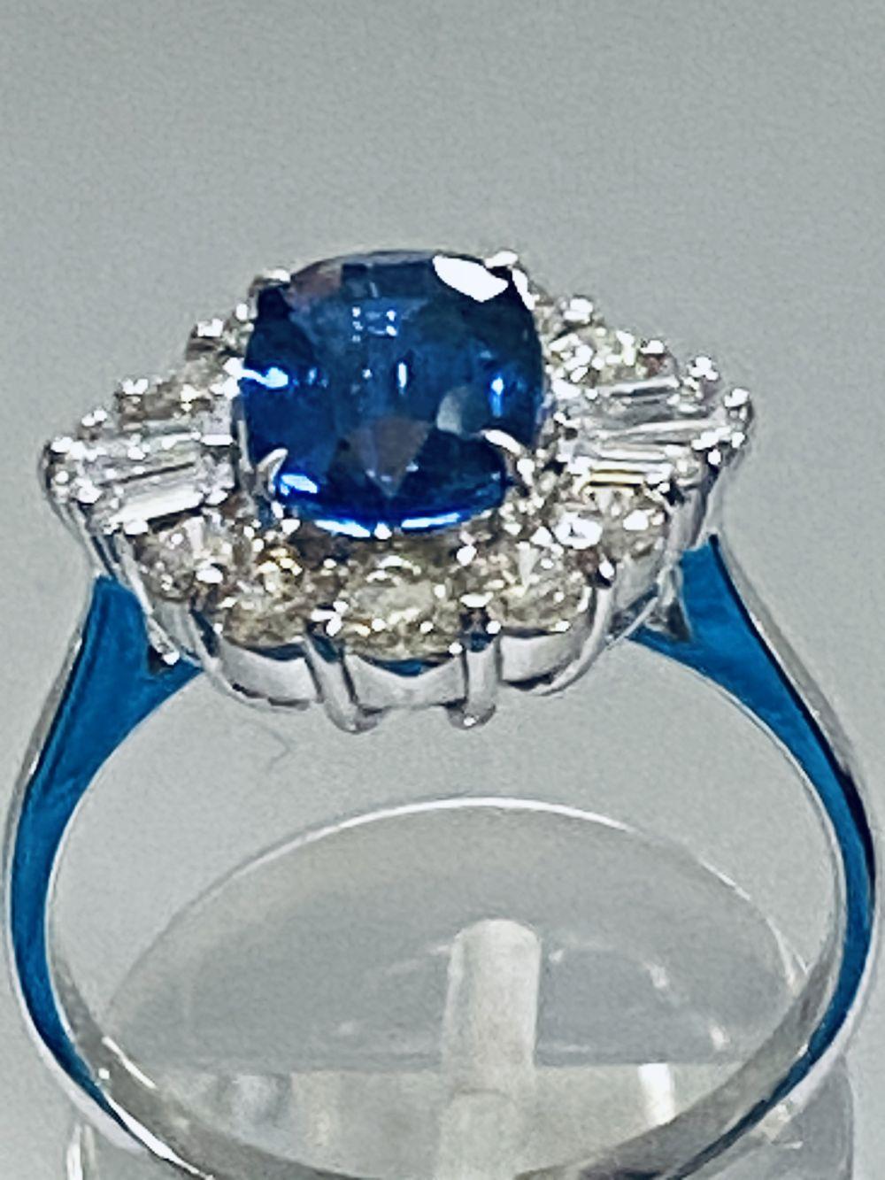 ART DECO DIAMOND AND CEYLON SAPPHIRE CLUSTER RING - Image 4 of 7