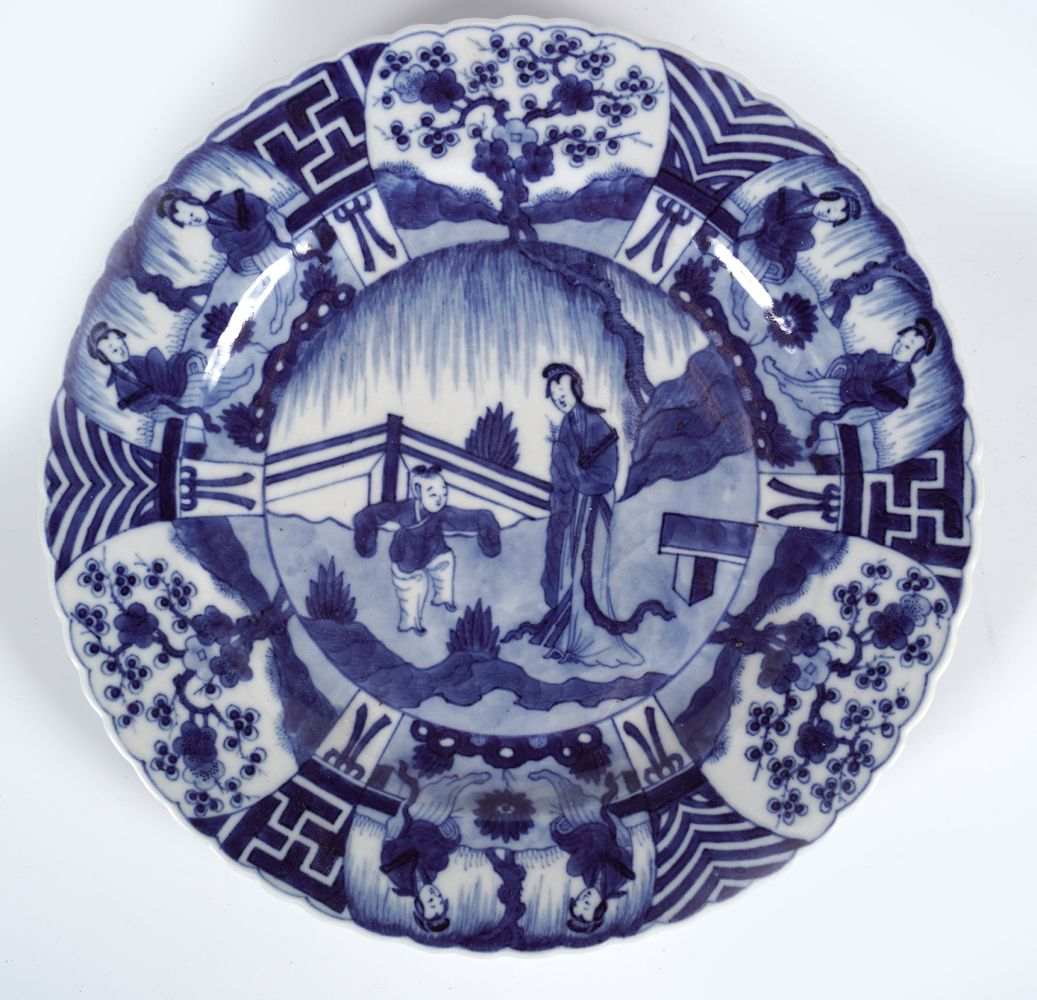 CHINESE SCALLOP RIMMED BLUE AND WHTIE PLATE