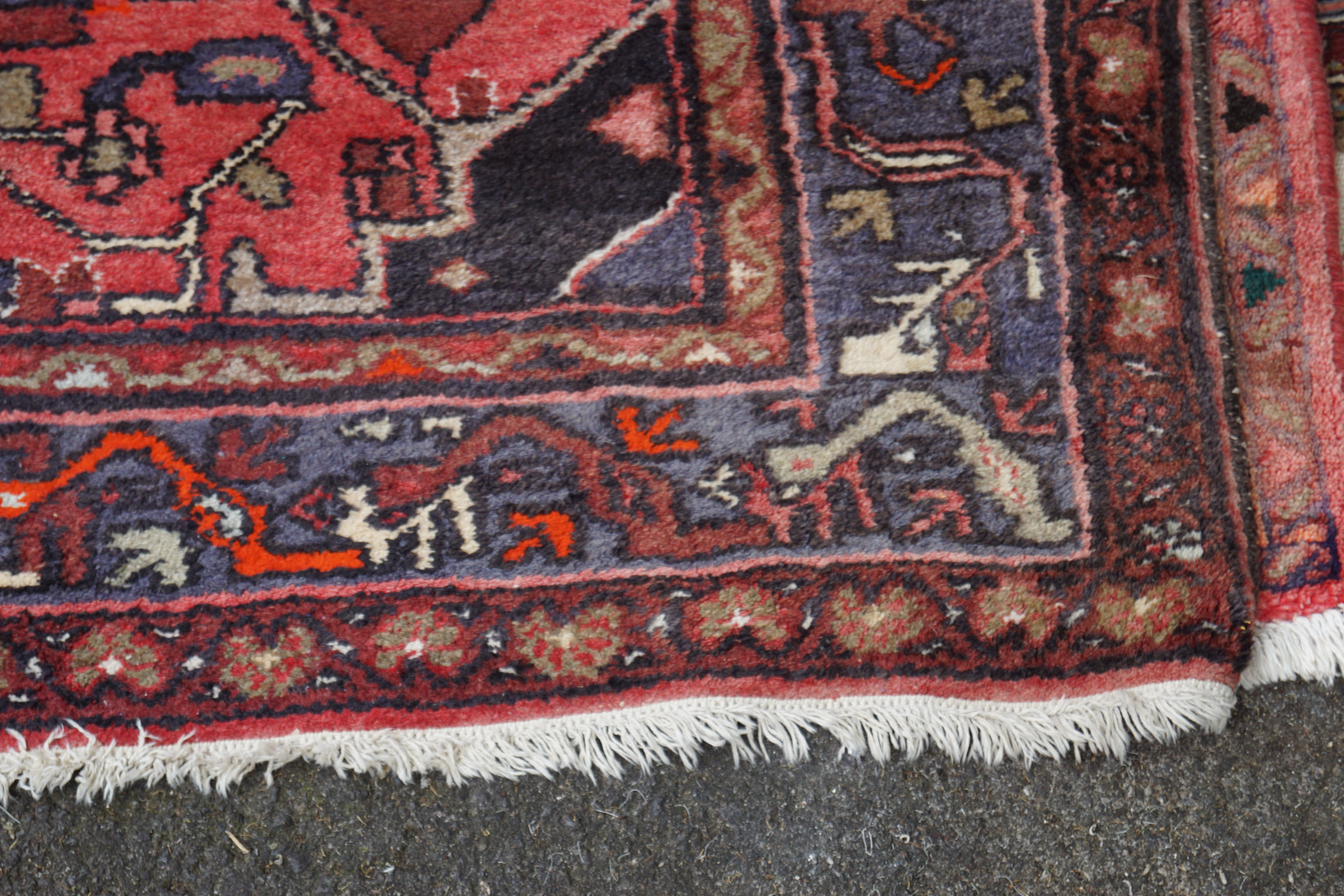 LARGE PERSIAN RUG - Image 3 of 5