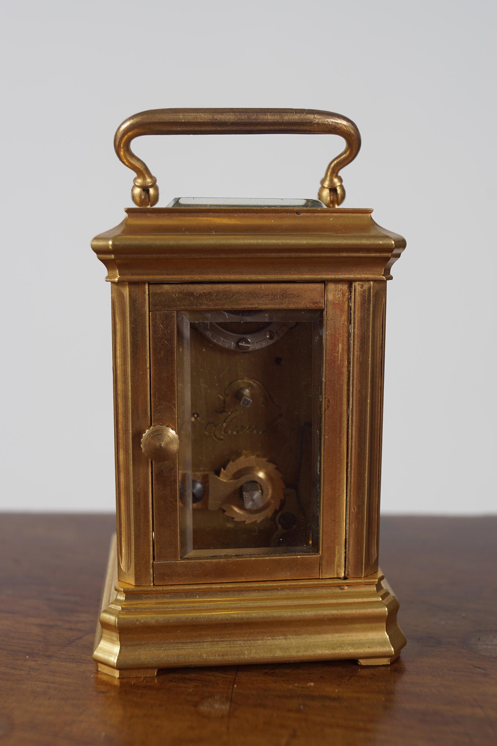 MINIATURE BRASS CARRIAGE CLOCK - Image 3 of 4