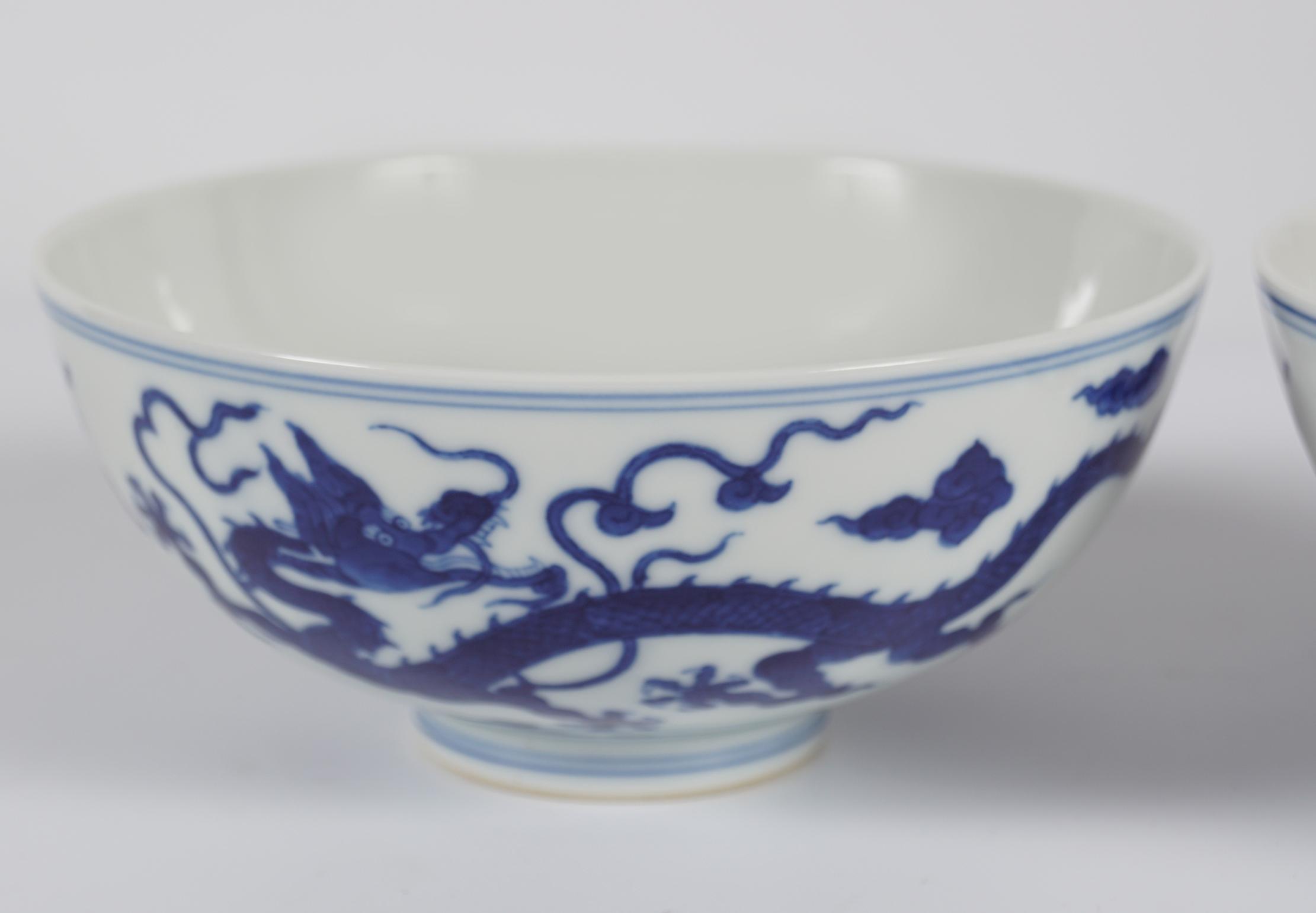 PAIR OF CHINESE DRAGON BOWLS - Image 2 of 6