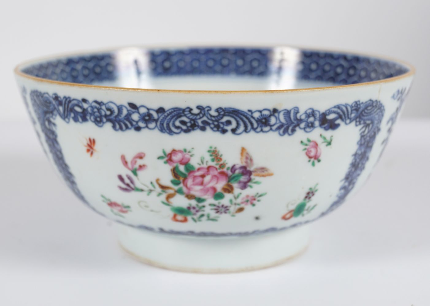 18TH-CENTURY CHINESE FAMILLE ROSE BOWL