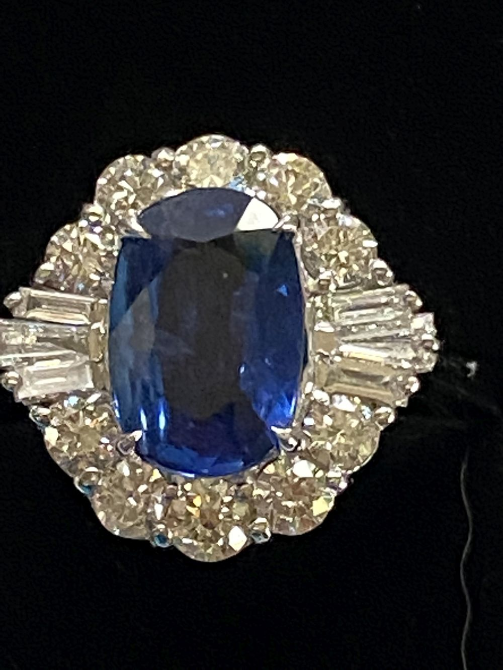 ART DECO DIAMOND AND CEYLON SAPPHIRE CLUSTER RING