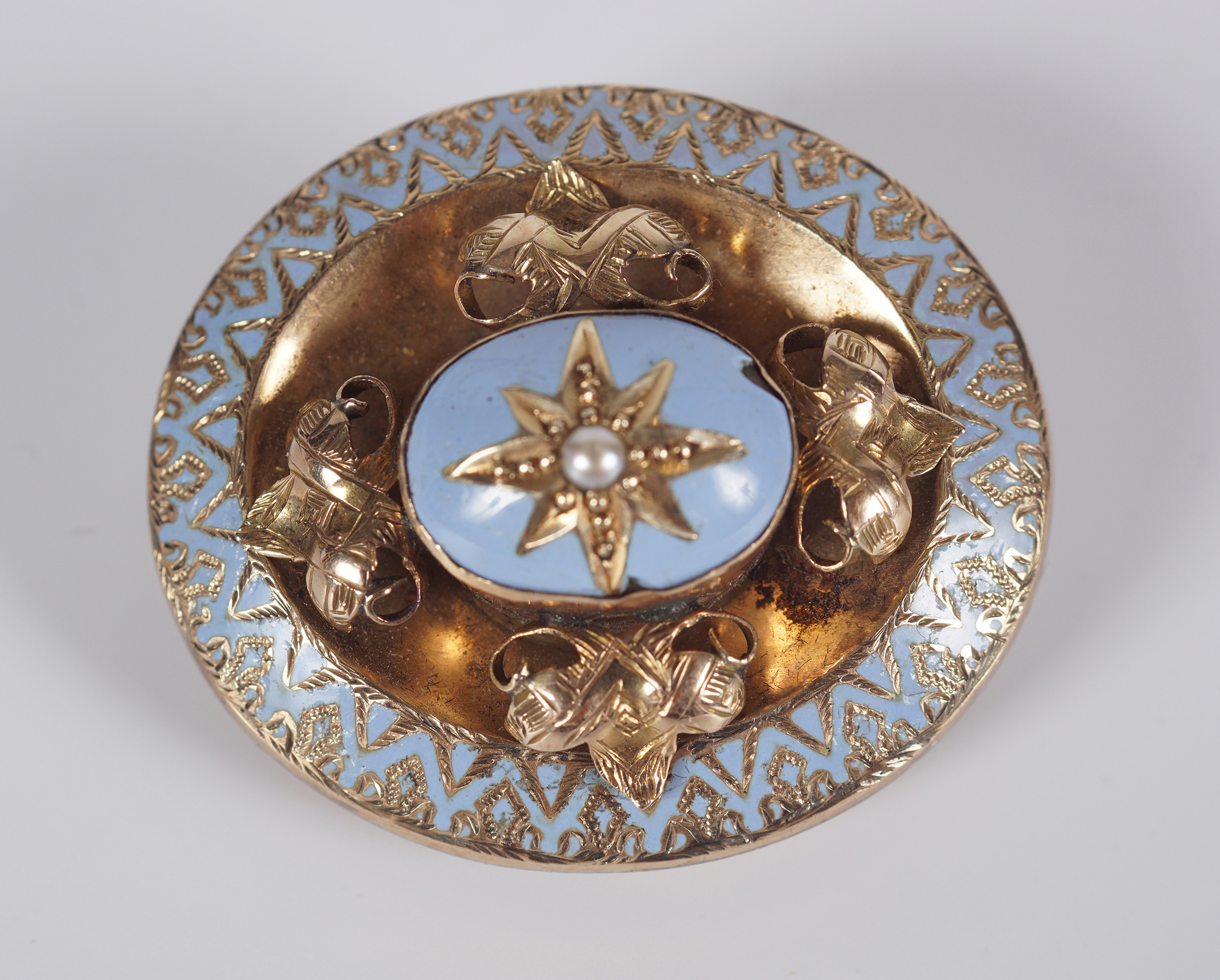 ANTIQUE GOLD AND ENAMEL MOURNING BROOCH
